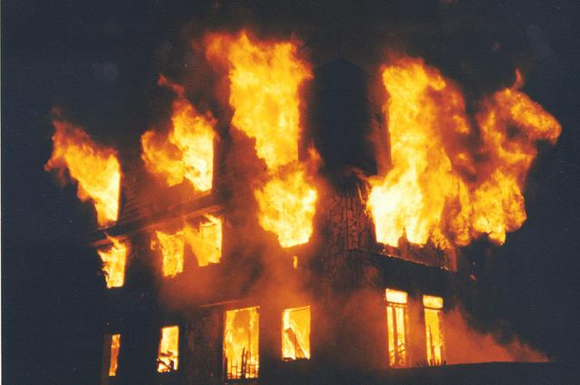 building-on-fire-s-c4a1de26553c16b9